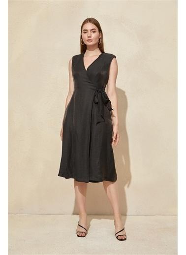Setre Kiremit Kuşak Detaylı Midi Elbise Siyah
